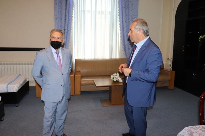 AMEA-nın prezidenti, akademik Ramiz Mehdiyev Dendrologiya İnstitutunda aparılan tədqiqat işləri ilə tanış olub