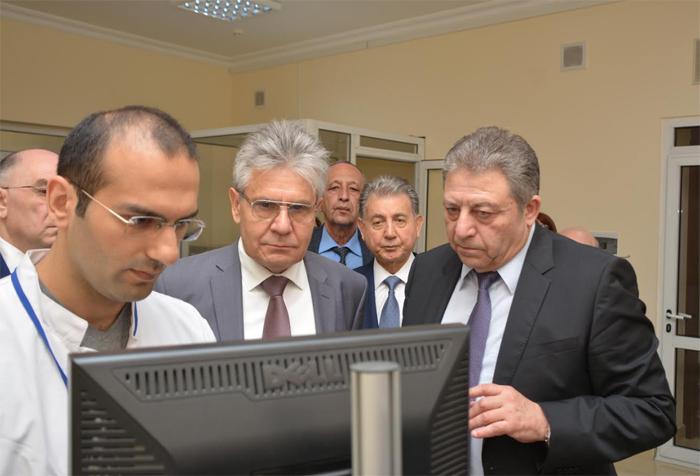 Rusiya Elmlər Akademiyasının prezidenti AMEA-nın Fizika İnstitutunun fəaliyyəti ilə tanış olub